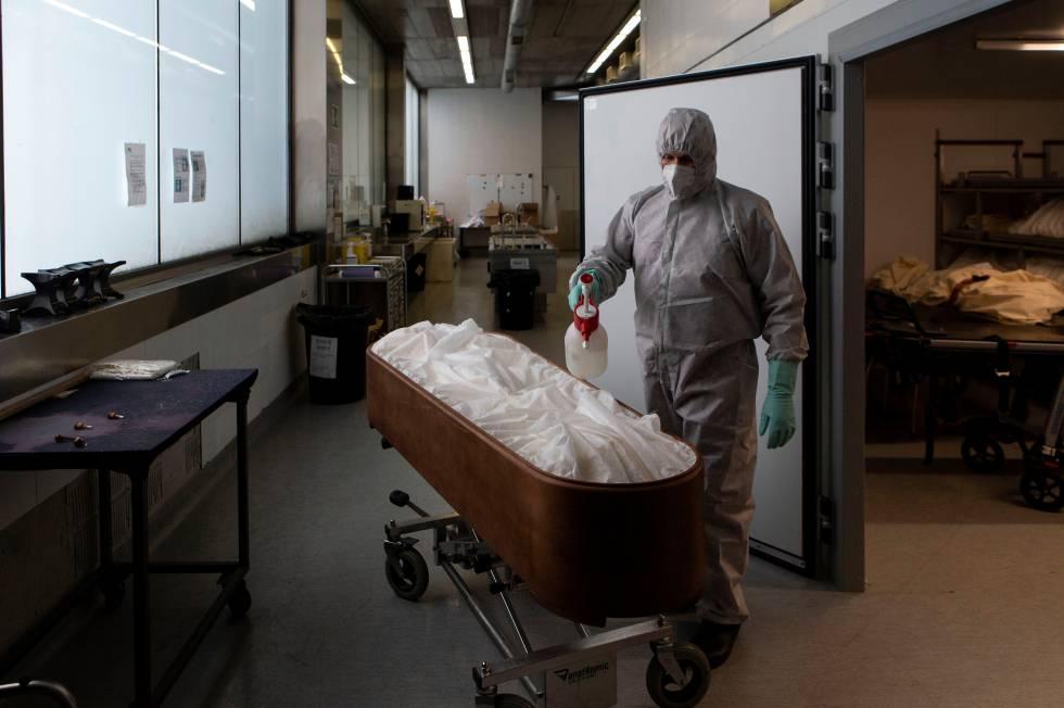 Trabajadores de funerarias piden ser vacunados por la peligrosidad de la profesión